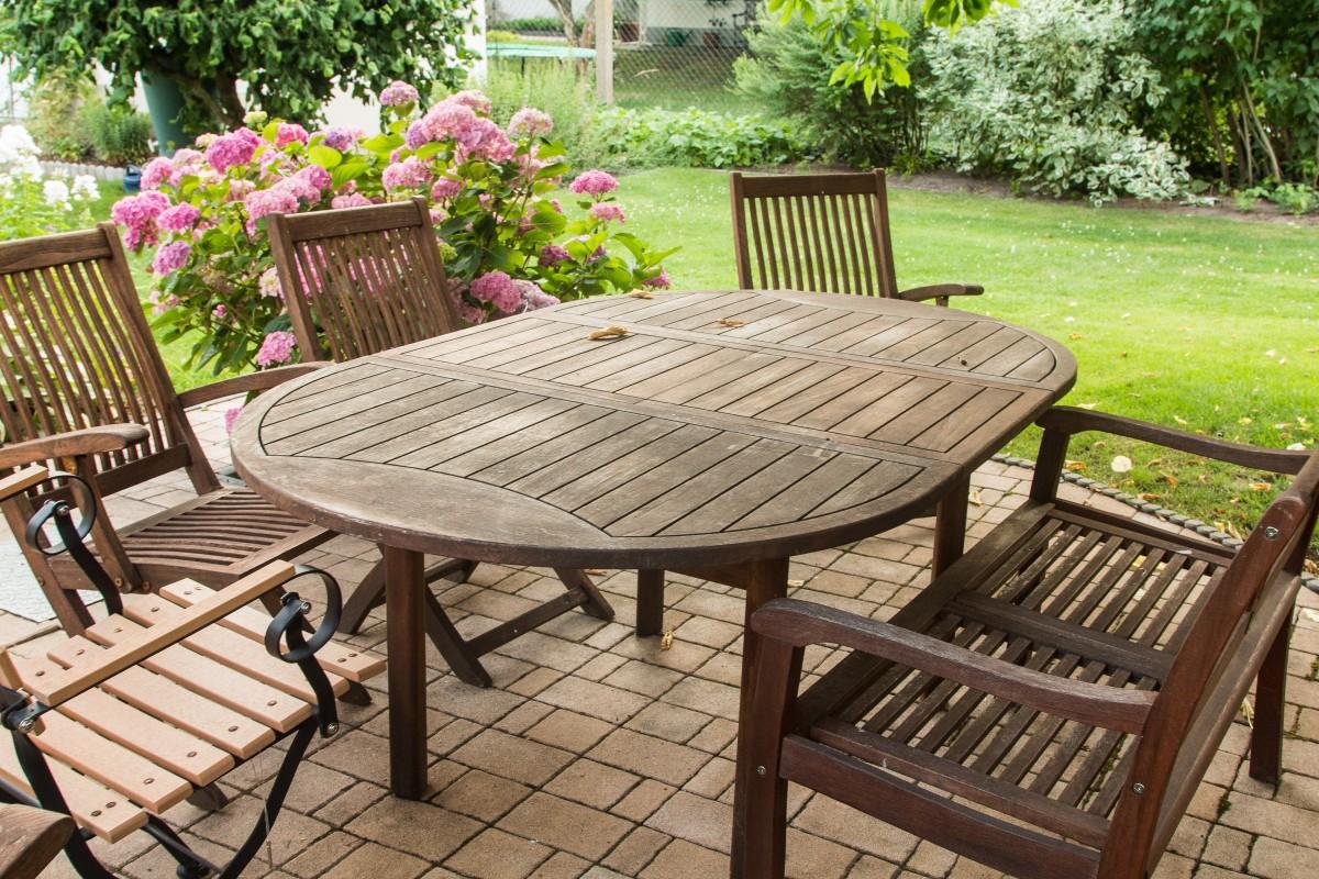 mesas de exterior para disfrutar comiendo en tu jard n o
