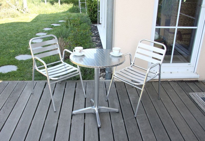 Conjunto de jard n mesa redonda 2 sillas apilables for Conjunto jardin aluminio