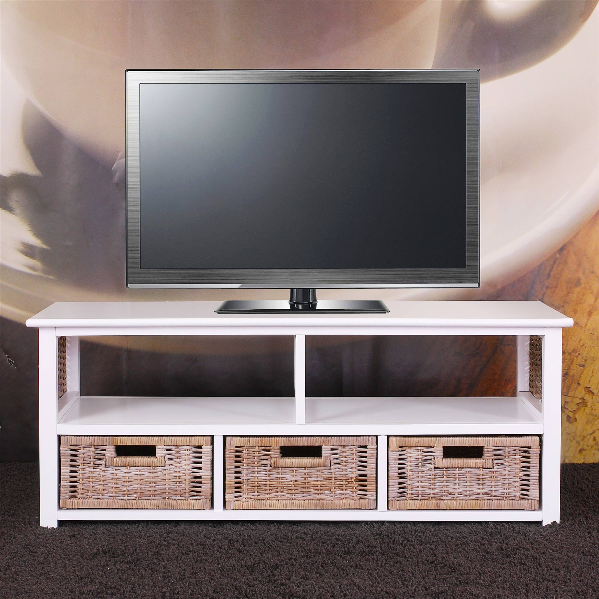 mesa para tv de madera en color blanca y cestas de mimbre gran espacio. Black Bedroom Furniture Sets. Home Design Ideas
