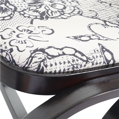 Mecedora Silla de madera M41, color nogal, tapizado crema motivos en negro