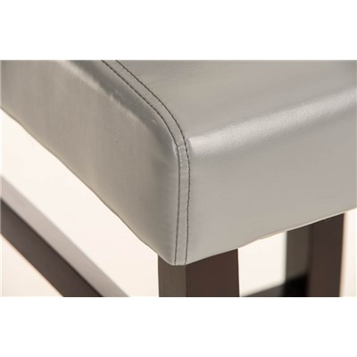 Taburete de madera IRENE, estructura en madera marrón, asiento y respaldo acolchados en piel gris